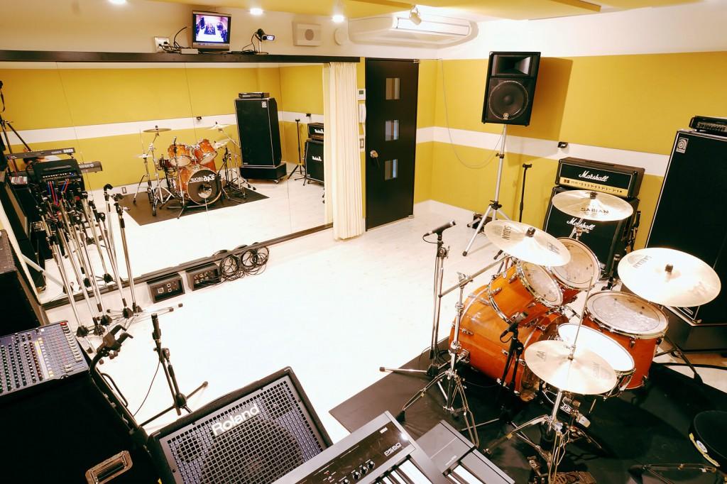 """""""大編成バンドやアカペラのお客様にも大人気の3Studioは音周りも良好! 詳しいお部屋の環境等はこちらをご覧ください。"""